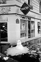 France. Ile-de-france Department. Paris. Boulevard de l'Hopital , 13th arrondissement. On the sidewalk, a snowman stands near the entrance of the Macif insurance company. Winter season. 25.02.05 © 2005 Didier Ruef