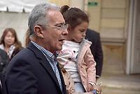 BOGOTA - COLOMBIA, 17-06-2018: El expresidente Alvaro Uribe diciendo unas palabras luego de ejercer su derecho al voto. La segunda vuelta de las elecciones presidenciales de Colombia de 2018 se celebrarán el domingo 17 de junio de 2018. El candidato ganador gobernará por un periodo máximo de 4 años fijado entre el 7 de agosto de 2018 y el 7 de agosto de 2022. / The expresident Alvaro Uribe, saying some words after his votation. Colombia's 2018 second round presidential election will be held on Sunday, June 17, 2018. The winning candidate will govern for a maximum period of 4 years fixed between August 7, 2018 and August 7, 2022. Photo: VizzorImage / Nicolas Aleman / Cont