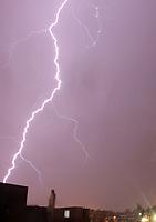 BOGOTA -COLOMBIA , 2- OCTUBRE-2017.Fuerte invierno y relámpagos en el occidente de la capital. / lightning in the west of the capital. Photo: VizzorImage / Felipe Caicedo / Staff
