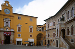 ITA, Italien, Marken, Fermo: Piazza del Popolo mit Palazzo dei Priori | ITA, Italy, Marche, Fermo: Piazza del Popolo with Palazzo dei Priori