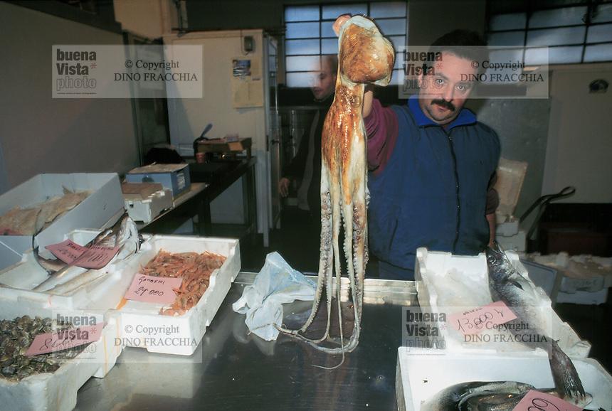 - Genoa, municipal fish market....- Genova, mercato comunale del pesce