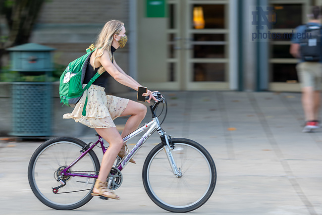 August 10, 2020; Students go to their classes on the morning of the first day of fall semester 2020. (Photo by Matt Cashore/University of Notre Dame)