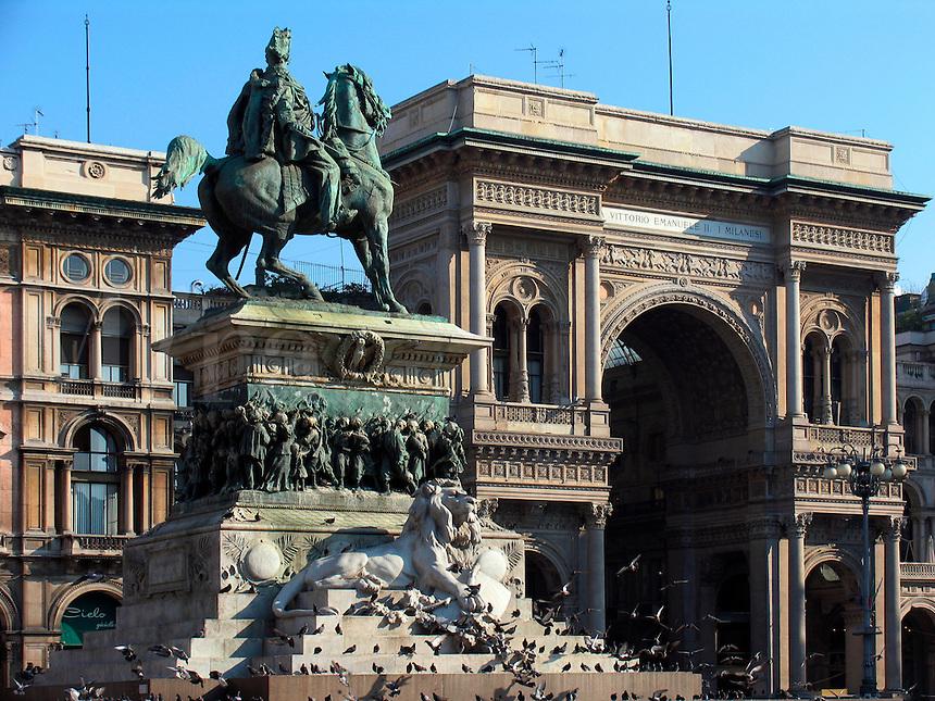 Statue of King Vittorio Emanuele II on horseback in the Piazza Duomo with the Galleria Vittorio Emanuele behind, Milan, Ital