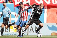 Atletico de Madrid's Diego Godin (l) and Granada's Carlos Reina Aranda during La Liga match.April 14,2013. (ALTERPHOTOS/Acero)