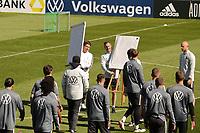 Tafeln für das 4vs4 Turnier werden aufgestellt - Seefeld 30.05.2021: Trainingslager der Deutschen Nationalmannschaft zur EM-Vorbereitung