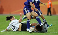 Wolfsburg , 100711 , FIFA / Frauen Weltmeisterschaft 2011 / Womens Worldcup 2011 , Viertelfinale ,  Deutschland (GER) - Japan (JPN) .Celia Okoyino Da Mbabi (GER) scheitert an Torhüterin Ayumi Kaihori (JPN) .Foto:Karina Hessland .