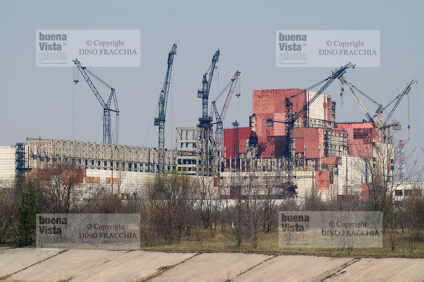 - 20 years from the nuclear incident of Chernobyl, yard of number 5 and 6 reactors, in construction at the age of the catastrophe and subsequently abandoned ....- 20 anni dall'incidente nucleare di Chernobyl, cantiere dei reattori numero 5 e 6, in costruzione all'epoca della catastrofe e successivamente abbandonato