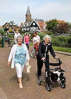 Nederland Marken 2015 06 24. Jaarlijkse Seniorenvierdaagse  georganiseerd door verzorgingshuis de Swaensborgh.