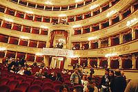 - Milano, teatro alla Scala, assemblea sindacale e spettacolo organizzati dai lavoratori in sciopero<br /> <br /> - Milan, alla Scala theater,  labor union meeting and show organized by the workers on strike