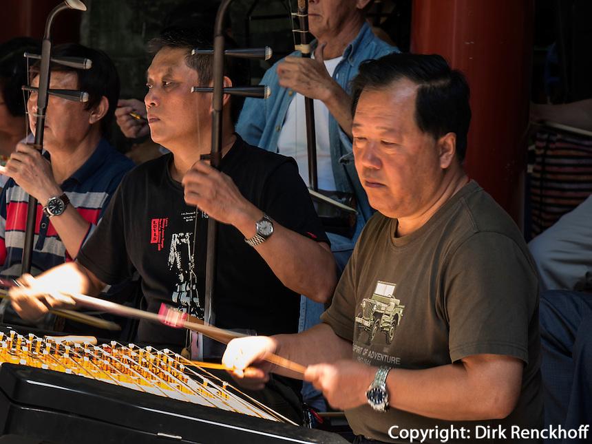 Musiker im BeiHai Park, Peking, China, Asien<br /> Musician in Beihai Park, Beijing, China, Asia