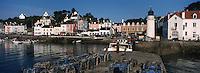 Europe/France/Bretagne/56/Morbilhan/Belle-Ile/Sauzon: le port de pche et son phare - casiers de pêche aux crustacés au premier plan