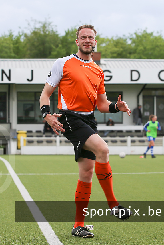 referee Tom Stevens pictured during the warming uo of a female soccer game between Oud Heverlee Leuven and AA Gent Ladies on the 9 th matchday of play off 1 in the 2020 - 2021 season of Belgian Womens Super League , saturday 22 nd of May 2021  in Heverlee , Belgium . PHOTO SPORTPIX.BE | SPP | SEVIL OKTEM