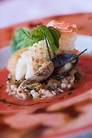 """Europe/France/Corse/2B/Haute-Corse/Calvi: Restaurant """"Emile's,"""" Quai Landry- Salade de coquillages et gamberetti en gaspacho de tomates """"grappa"""" au parfum de basilic Recette de Vincent Deyres"""