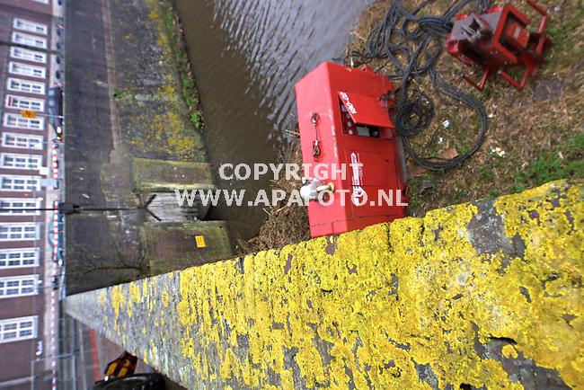 den bosch 210301 werkzaamheden aan de kruisbroedershekel, waar het vestingwater in verbinding staat met de binnendieze.<br />foto frans ypmaAPA-foto