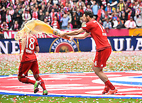 Claudio Pizarro FC Bayern Muenchen (rechts) gegen Juan Bernat FC Bayern Muenchen (links) <br /> Monaco 23.05.2015, Allianz Arena<br /> Bundesliga Bayern Monaco Campione di Germania 2014/2015 <br /> Foto EXPA/ Eibner-Pressefoto/ Insidefoto