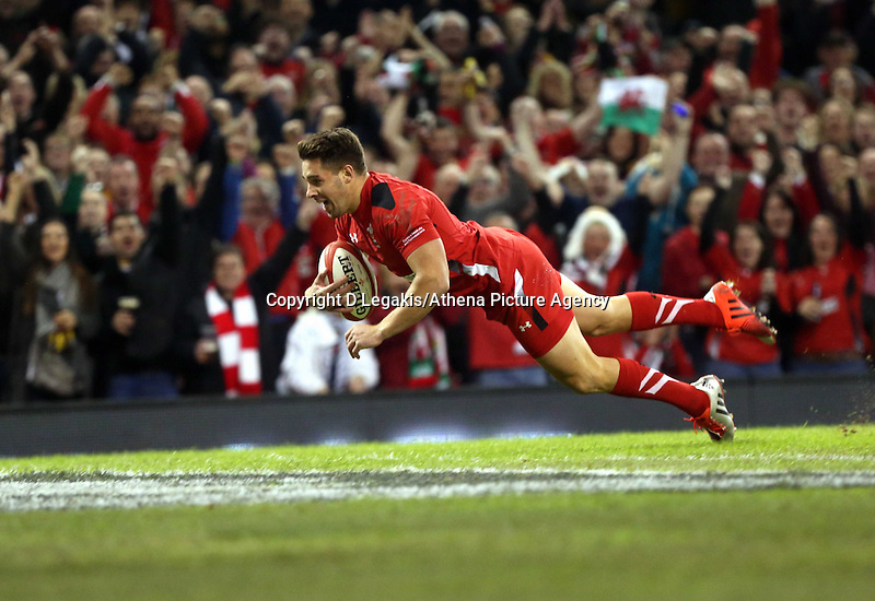 Pictured: Rhys Webb of Wales scores the first try for his team. Saturday 08 November 2014<br /> Re: Dove Men Series rugby, Wales v Australia at the Millennium Stadium, Cardiff, south Wales, UK.