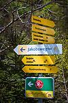 Austria, Tyrol, Kramsach: hiking signpost | Oesterreich, Tirol, Wanderdorf Kramsach: Wanderwegweiser