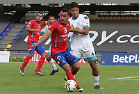 PASTO - COLOMBIA, 21-02-2021: Camilo Ayala del Pasto disputa el balón con Jose Luis Marrufo de Jaguares durante partido por la fecha 8 como parte de la Liga BetPlay DIMAYOR I 2021 entre Deportivo Pasto y Jaguares de Córdoba jugado en el estadio Departamental La Libertad de Pasto. / Camilo Ayala of Pasto struggles the ball with Jose Luis Marrufo of Jaguares during match for the date 8 as part of BetPlay DIMAYOR League I 2021 between Deportivo Pasto and Jaguares de Cordoba played at Departamental La Libertad stadium in Pasto.  Photo: VizzorImage / Leonardo Castro / Cont
