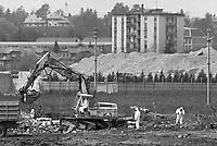 - Disastro ecologico di Seveso, fuga di diossina dallo stabilimento ICMESA (compagnia Givaudan), lavori di decontaminazione dell'area inquinata (aprile 1983)<br /> <br /> - Ecological disaster of Seveso, leak of dioxine from ICMESA plant  (Givaudan company ), works of decontamination of the polluted area (April 1983)
