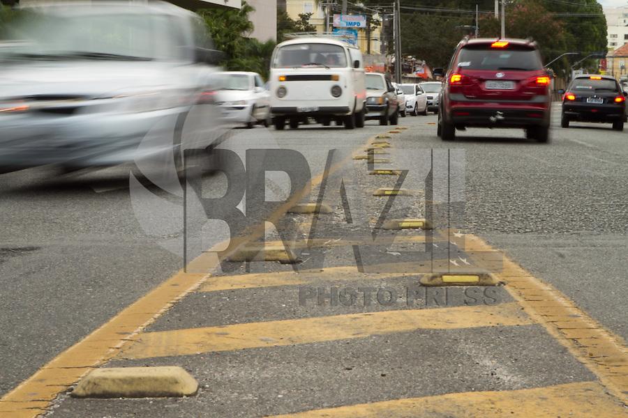 ATENCAO EDITOR FOTO EMBARGADA PARA VEICULO INTERNACIONAL.CURITIBA, PR, 15 DE JANEIRO DE 2013 - TRANSITO - Movimento calma nas ruas centrais de Curitiba no início da tarde de terça-feira (15). (FOTO: ROBERTO DZIURA JR./BRAZIL PHOTOS PRESS)