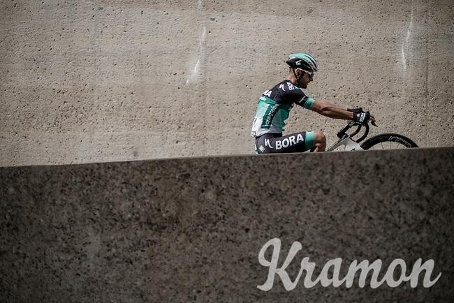 Matteo Pelucchi (ITA/Bora Hansgrohe) pulling a wheelie pre-race.<br /> <br /> Binckbank Tour 2018 (UCI World Tour)<br /> Stage 6: Riemst (BE) - Sittard-Geleen (NL) 182km
