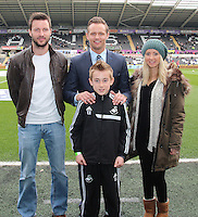 Lee Trundle with Football in the Community