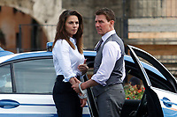 Actor Tom Cruise and actress Hayley Atwell handcuffed together on the set of the film Mission Impossible 7 at Imperial Fora in Rome. <br /> Rome (Italy), October 13th 2020<br /> Photo Samantha Zucchi Insidefoto
