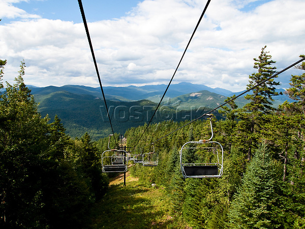 USA, Neuengland, Sesselbahn in den White Mountains, 04.09.2010<br /> <br /> <br /> Engl.: USA, New England, New Hampshire, White Mountains, chairlift, landscape, 04 September 2010