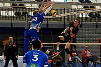 27-02-2021: Volleybal: Amysoft Lycurgus v Computerplan VCN: Groningen VCN  speler  Tom van Reeuwijk slat de bal tegen de netrand in het blok