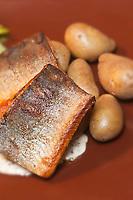 Europe/Finlande/Laponie/Levi: Truite fumée du lac et pommes de terre, recette de Timo Nieminen au restaurant: Ämmilä de l'hôtel: Hullu Poro