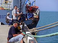 Angler am alten Hafen, Batumii, Adscharien - Atschara, Georgien, Europa<br /> fishiing at the old harbor, Batumi, Adjara,  Georgia, Europe