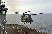 - Esercitazioni NATO in mar Mediterraneo, aprile 1996, prove di appontaggio di un elicottero CH47 Chinook dell'esercito sul ponte della nave portaeri Garibaldi della Marina Militare Italiana<br />