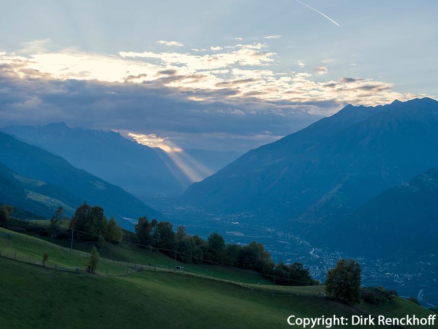 Blick von der Aschbach Seilbahn in den Vinschgau, Algund, Region Südtirol-Bozen Italien, Europa<br /> Vinschgau Panorama seen vom Aschbach cable car,  Lagundo near Merano, Region South Tyrol-Bolzano, Italy, Europe