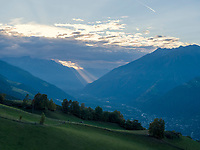 Blick von der Aschbach Seilbahn in den Vinschgau, Algund, Region Südtirol-Bozen Italien, Europa<br /> Vinschgau Panorama seen vom Aschbach cable car,  Lagundo near Merano, Region South Tyrol-Bolzano, Italy, Europe