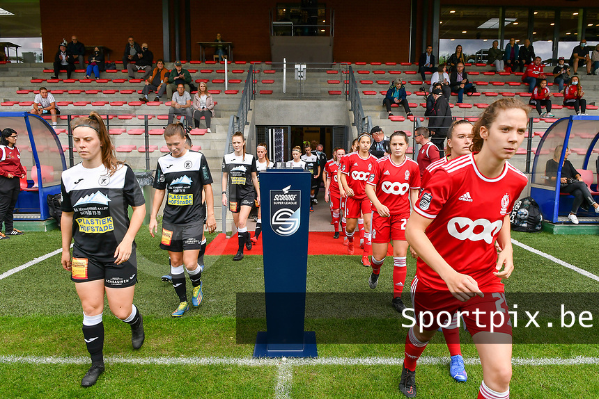 Aalst and Standard players entering the pitch before a female soccer game between Standard Femina de Liege and Eendracht Aalst dames on the fourth matchday in the 2021 - 2022 season of the Belgian Scooore Womens Super League , Saturday 11 th of September 2021 in Angleur , Belgium . PHOTO SPORTPIX | BERNARD GILLET