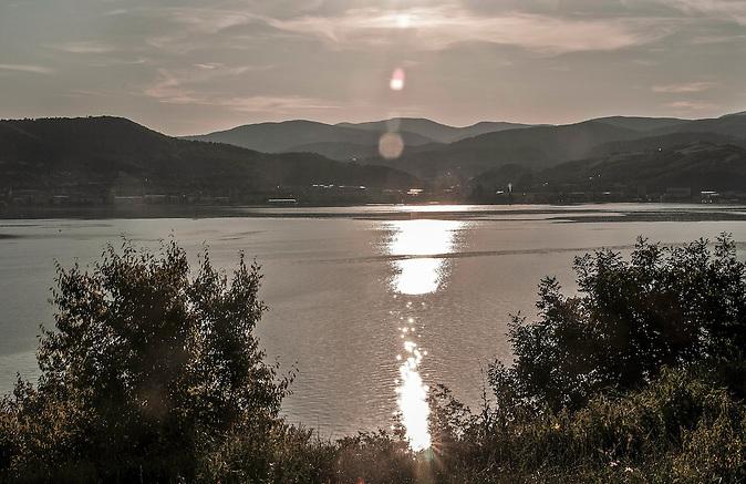 Die Donau im Südwesten Rumäniens in der Nähe der Stadt Orsova / The Danube in the southwest of Romania close to the city Orsova