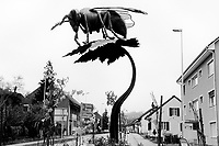 Switzerland. Canton Aargau. Hornussen. A metal sculpture of a bee on a roundabout at the village's entrance. The sculpture was created by the local artist Daniel Schwarz from Effingen. 9.11.2017 © 2017 Didier Ruef