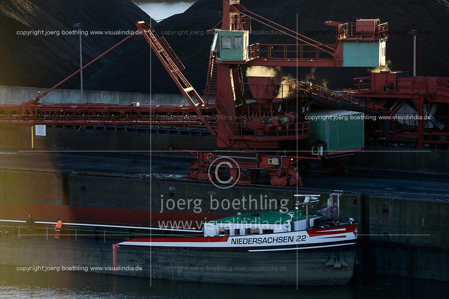 Germany, Hamburg, Hansaport import of coal and ore / DEUTSCHLAND, Hamburg, Hansaport, Import von Kohle und Erz