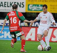 SV Zulte-Waregem - KV Kortrijk..Jimmy Hempte aan de bal voor Franck Berrier ..foto David Catry /VDB