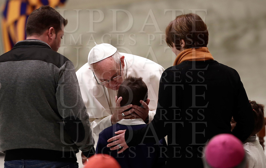 Papa Francesco saluta una famiglia di residenti delle aree dell'Italia Centrale colpite dal terremoto durante un'udienza speciale in Aula Paolo VI . Città del Vaticano, 5 gennaio 2016.<br /> Pope Francis greets residents of the areas of central Italy hit by earthquakes, during an audience in the Pope Paul IV hall, at the Vatican, on January 5, 2017.<br /> UPDATE IMAGES PRESS/Isabella Bonotto<br /> <br /> STRICTLY ONLY FOR EDITORIAL USE