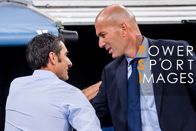 Coach Zinedine Zidane (r) of Real Madrid greets coach Luis Enrique Martinez Garcia of FC Barcelona during their Supercopa de Espana Final 2nd Leg match between Real Madrid and FC Barcelona at the Estadio Santiago Bernabeu on 16 August 2017 in Madrid, Spain. Photo by Diego Gonzalez Souto / Power Sport Images