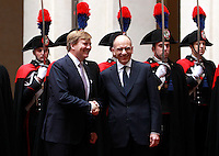 Il Presidente del Consiglio Enrico Letta, a destra, stringe la mano al re d'Olanda Guglielmo Alessandro, a Palazzo Chigi, Roma, 23 gennaio 2014.<br /> Italian Premier Enrico Letta, right, shakes hands with Dutch King Willem-Alexander review the honor guard at Chigi Palace, Rome, 23 January 2014.<br /> UPDATE IMAGES PRESS/Isabella Bonotto