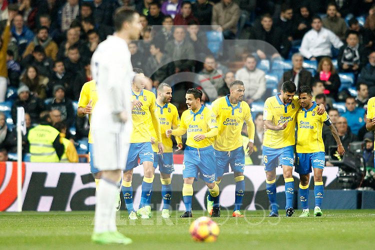 UD Las Palmas' players celebrate goal in presence of Real Madrid's Cristiano Ronaldo during La Liga match. March 1,2017. (ALTERPHOTOS/Acero)