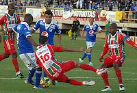 TUNJA -COLOMBIA, 05-10-2013. Hugo Bolaños (16) y Gonzalo Martínez (D) de Patriotas FC disputa el balón con Wason Renteria (I) y Jose Harrison Otalvaro (C) de Millonarios durante partido válido por la fecha 14 de la Liga Postobón II 2013 realizado en el estadio La Independencia en Tunja./ Hugo Bolaños (16) and Gonzalo Martínez (R) of Patriotas FC struggles the ball with Wason Renteria (L) and Jose Harrison Otalvaro (C) of Millonarios during match valid for the 14th date of Postobon  League 2013-1 at La Libertad stadium in Tunja. Photo: VizzorImage/Jose Miguel Palencia/STR