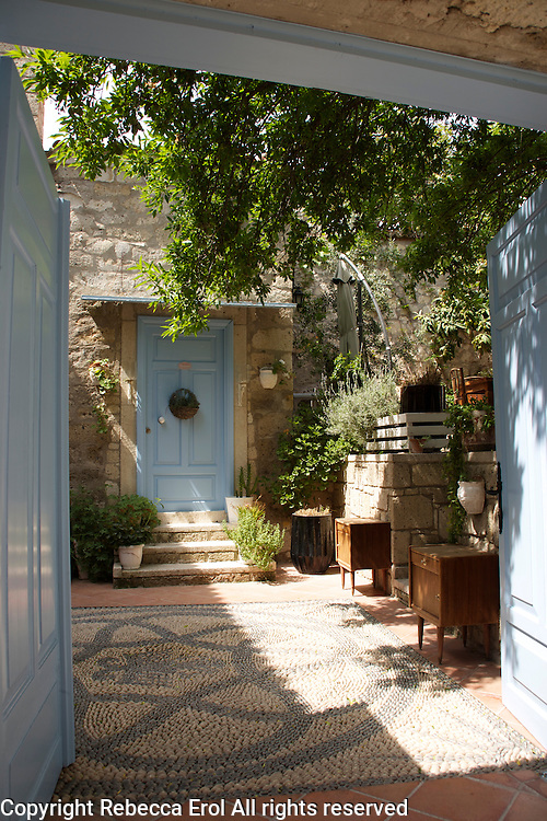 Garden of the Tash Mahal boutique hotel, Alacati, Turkey
