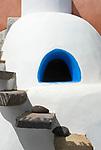 ITA, Italien, Sizilien, Liparischen Inseln, Insel Filicudi: Wohnhaus, Detail, was wie ein Backofen aussieht, ist eine Aussendusche | ITA, Italy, Sicily, Aeolian Islands or Lipari Islands, island Filicudi: residential building, detail, an outside shower