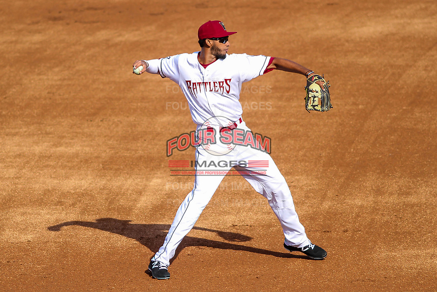 Wisconsin Timber Rattlers infielder Jonathan Oquendo (2) during a Midwest League game against the Quad Cities River Bandits on April 8, 2017 at Fox Cities Stadium in Appleton, Wisconsin.  Wisconsin defeated Quad Cities 3-2. (Brad Krause/Four Seam Images)