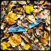 Eine gebrauchte medizinische Schutzmaske liegt auf der Strasse in Berlin.<br /> 14.11.2020, Berlin<br /> Copyright: Christian-Ditsch.de