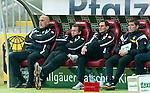 30.10.2010, Fritz-Walter Stadion, Kaiserslautern, GER, 1. FBL, 1.FC Kaiserslautern vs Borussia M'Gladbach, im Bild ratlosigkeit auf der Gladbacher Bank, Foto © nph / Roth