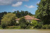 Europe/France/Aquitaine/40/Landes/Env de Sainte-Marie-de-Gosse,  Vallée de l'Adour:  Ferme// France, Landes,  near Ste Marie de Gosse,  Adour Valley:  Farm